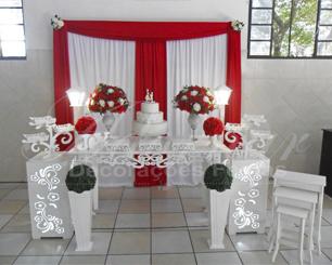Decoração de Casamento e Noivado Vermelho e Branco Com Uma Mesa em Provençal