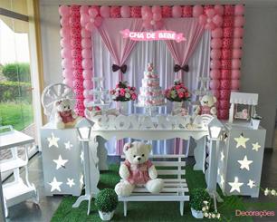 Decoração Chá de Bebê Ursinha Rosa Poá Com Uma Mesa Lisa