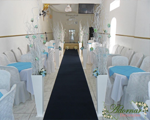 Decoração Corredor de Cerimônia Azul Tiffany e Branco Com Cachepô e Árvore Francesa Galhos Brancos