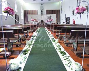 Decoração Corredor de Cerimônia Rosa Com Colunas Pedestal Gancho