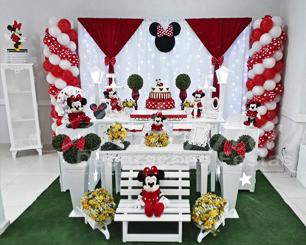 Decoração Infantil Minnie Mouse Vermelha Com Cortina de Led Tema em Provençal Com Duas Mesas