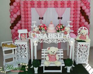 Decoração Infantil Ursinha Rosa Poá e Marrom Com Uma Mesa Floral