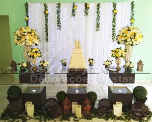 Decoração de Casamento Amarelo e Branco Com Mesa de Vidro Painel Com Led e Vasos Perolados