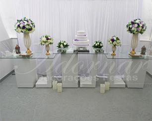 Decoração Casamento Com Mesa de Vidro Lilás Roxo e Branco