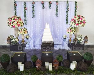 Aluguel Decoração Casamento Rosa e Branco Com Mesa de Vidro Marrom e Painel de Cortina Led