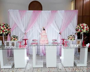 Decoração Casamento Com Mesa de Vidro Rosa e Branco e Vasos de Vidro